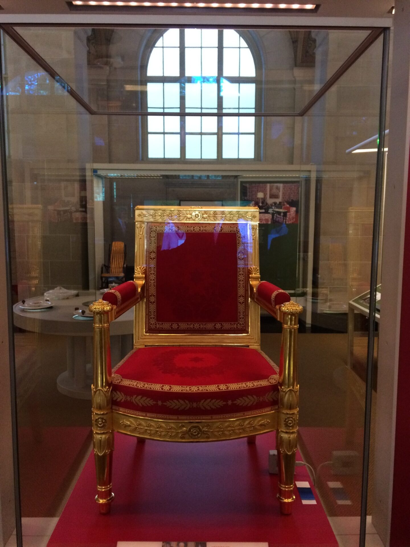 昭和天皇がホワイトハウスを訪問した際、実際に使っていた椅子。